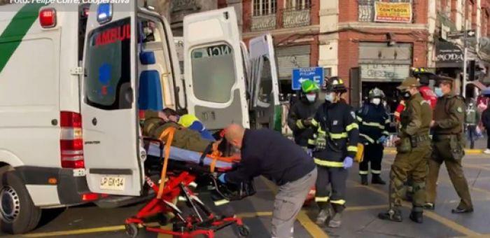 Accidente entre vehículo policial y uno particular dejó varios carabineros lesionados en el centro de Santiago